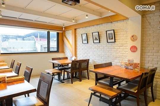 只要230元,即可享有【Wei Kitchen 薇味廚坊】平假日皆可抵用330元消費金額〈特別推薦:瑞士鮭魚海鮮燉飯、塔香三杯雞飯、香煎鯖魚飯、蕃茄義大利麵、海鮮麵、麻油雞飯、綜合鮮蔬沙拉〉