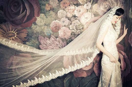 只要1280元起,即可享有【台北巴黎婚紗】A.甜蜜雙人攝影組/B.幸福全家攝影組〈含八組影像檔(光碟一片) + 精緻相框 三選一 + 寫真照片一張 + 整體造型妝髮二款(禮服一套+便服一套)〉