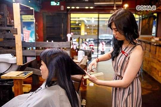 只要288元,即可享有【AS Salon】a.(專業造型剪髮+日本Demi髮質修復補水蒸氣式深層護髮精華)/b.(專業造型剪髮+頭皮養護淨化五段式調理) ab二選一