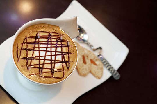 只要178元,即可享有【咖啡弄】咖啡弄返校日160元以下飲料任選二〈特別推薦:海鹽焦糖拿鐵、美式摩卡咖啡、拿鐵咖啡、冰焦糖瑪奇朵、冰維也納咖啡、冰草莓歐蕾、鮮榨柳橙汁等〉