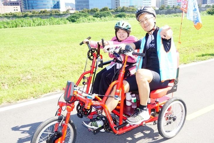 一起夢想-科技身障手搖車療育