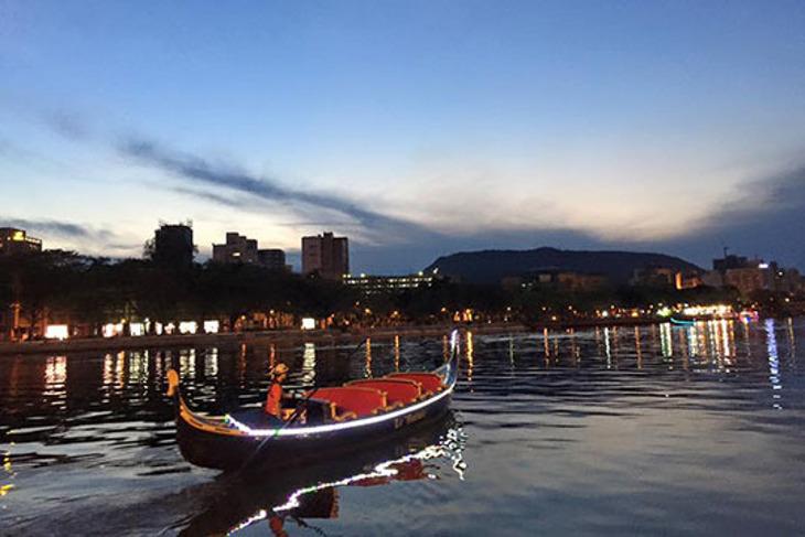 高雄-愛河貢多拉遊河船