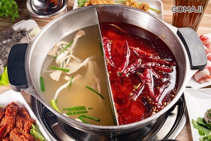 翻滾的辣椒串串鍋